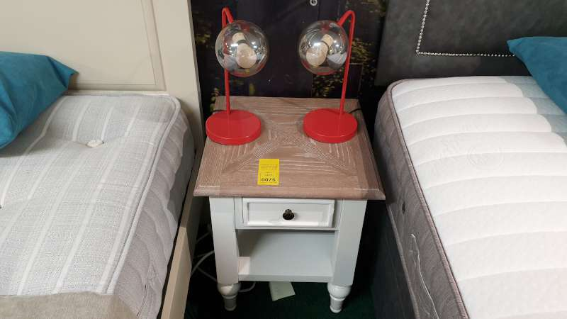 Lote 75 - NAIRN LAMP TABLE WITH 2 RED TABLE LAMPS TOTAL RRP £279