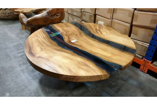 Lote 472 - BRAND NEW SOLID SUAR ROUND RIVER COFFEE TABLE WITH WOODEN LEGS DIAMETER 120CM X 45CM RRP £795