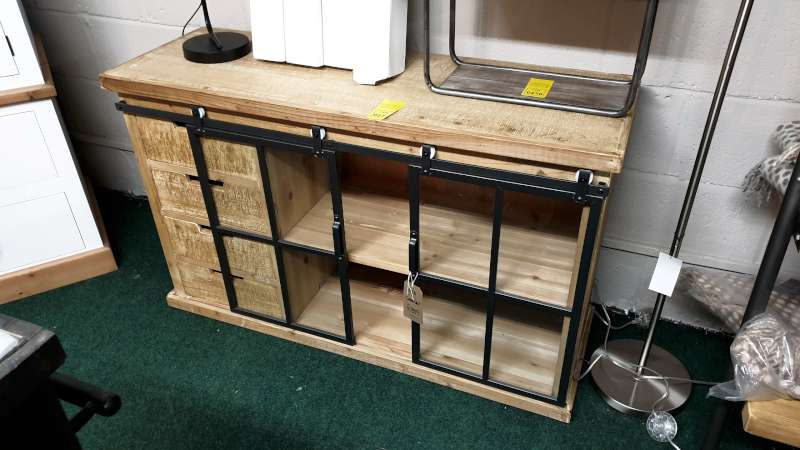 Lote 271 - SOLID WOOD AND BLACK MATT METAL STORAGE CABINET / MEDIA UNIT WITH 4 DRAWERS AND 2 SLIDING DOORS