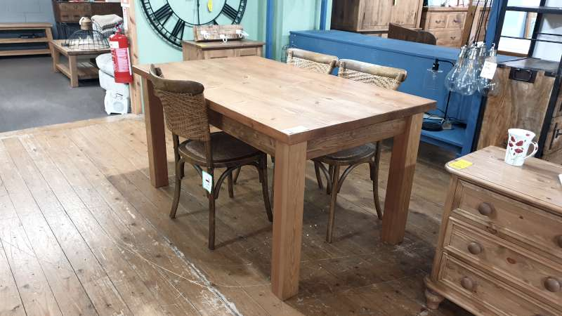 Lote 129 - 5FT X 3FT SMOOTH RECLAIMED WOOD DINING TABLE WITH 3 RATTEN CHAIRS RRP 1385.00