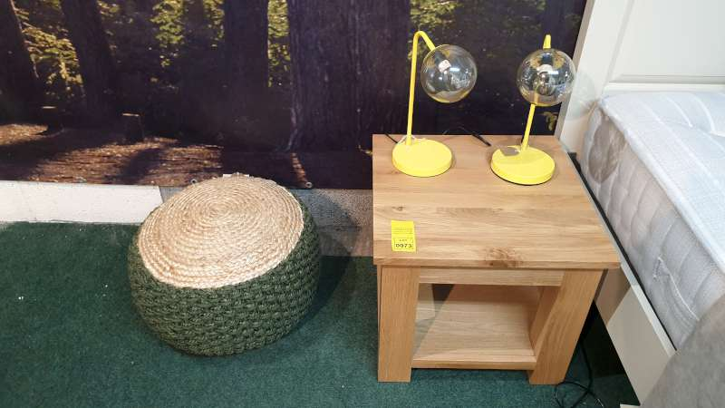 Lote 73 - WOODEN SIDE TABLE 50 X 50 X 45CM HIGH WITH 2 YELLOW TABLE LAMPS TOTAL RRP £219