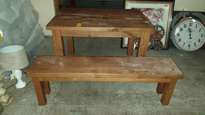 Lote 345 - DINING TABLE WITH 2 SEATER BENCH