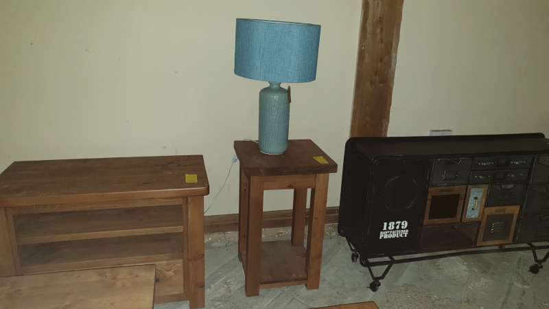 Lote 337 - SOLID WOODEN LAMP TABLE 45 X 45 X 72CM HIGH RRP £149