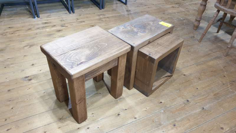 Lote 117 - LOT CONTAINING PLANK CUBE NEST OF TABLES AND A PLANK LAMP TABLE RRP 170.00