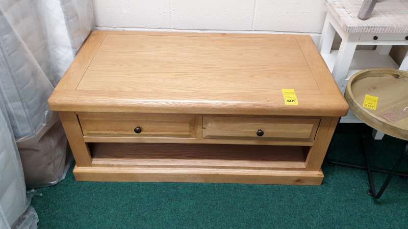 Lote 236 - BORWICK COFFEE TABLE WITH UNDERDRAWER STORAGE SIZE L1090MM X W650MM X H510MM RRP 399.00
