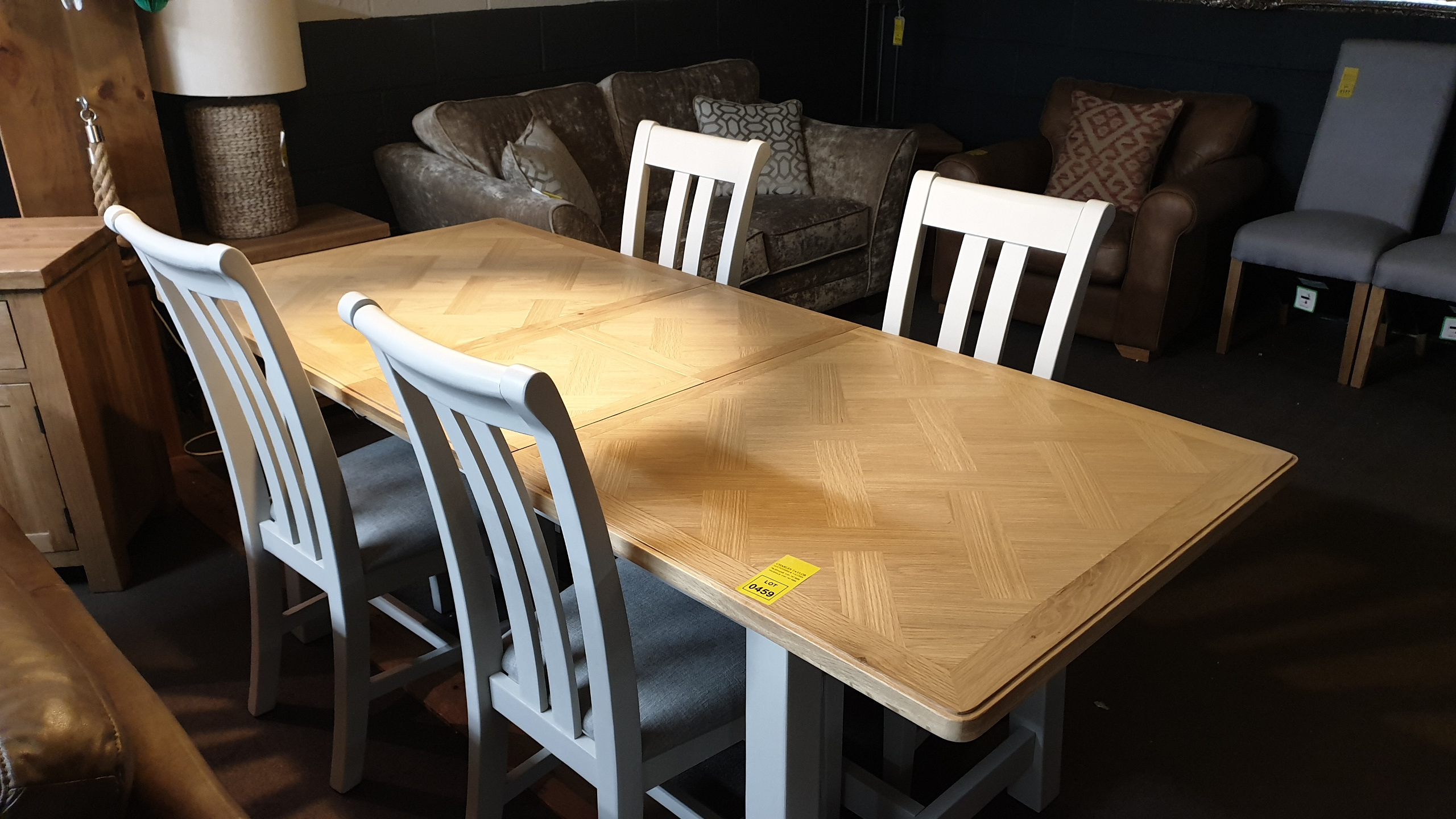 Lote 459 - GEORGIA EXTENDING DINING TABLE WITH 4 CHAIRS RRP 750.00