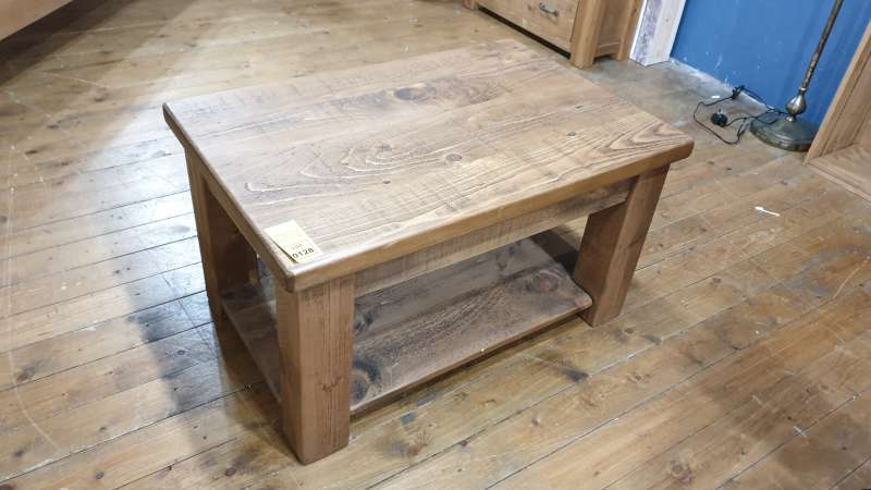 Lote 128 - PLANK STYLE WOODEN COFFEE TABLE WITH UNDERSHELF STORAGE SIZE 3FT X 2FT RRP 350.00
