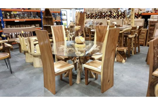 Lote 470 - BRAND NEW TEAK ROOT GLASS TOP DINING TABLE WITH 4 SUAR WOODEN CHAIRS DIAMETER 150CM RRP £1795
