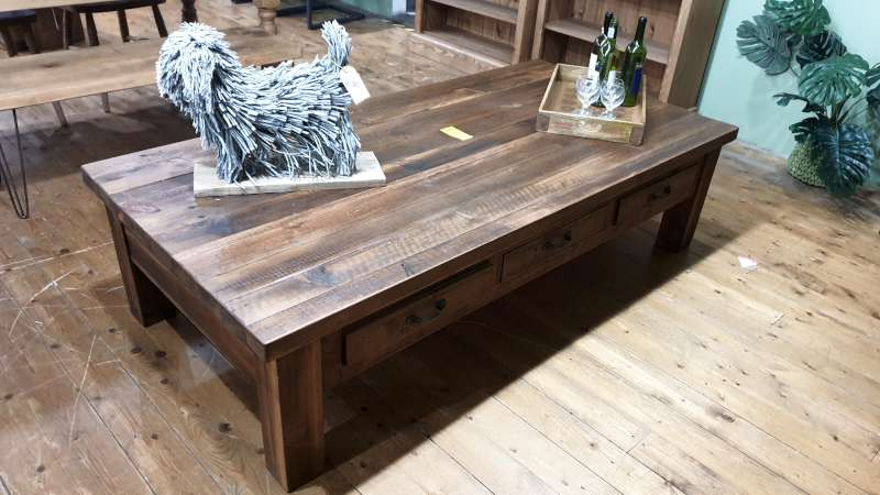 Lote 107 - 6 DRAWER RECLAIMED WOOD COFFEE TABLE SIZE L1825MM X W900MM X H480MM RRP 889.00