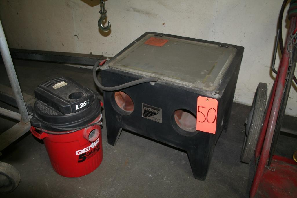Cyclone Blast Cabinet with Shop Vac Collector