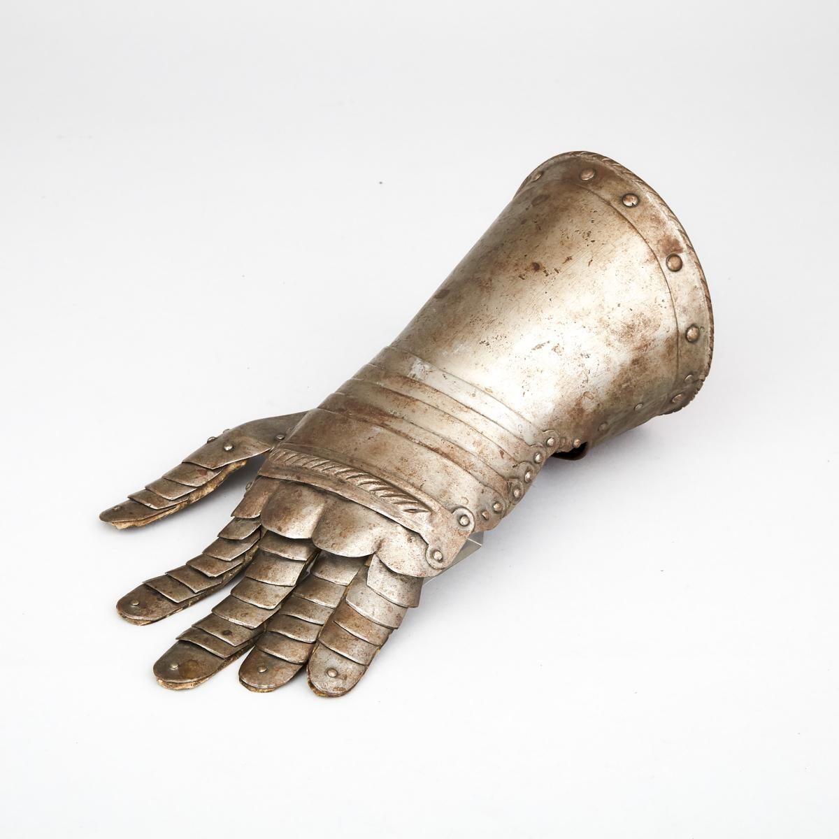 German Mid 16th century Style Left Hand Gauntlet, 19th century, length 12 in — 30.5 cm - Image 2 of 3