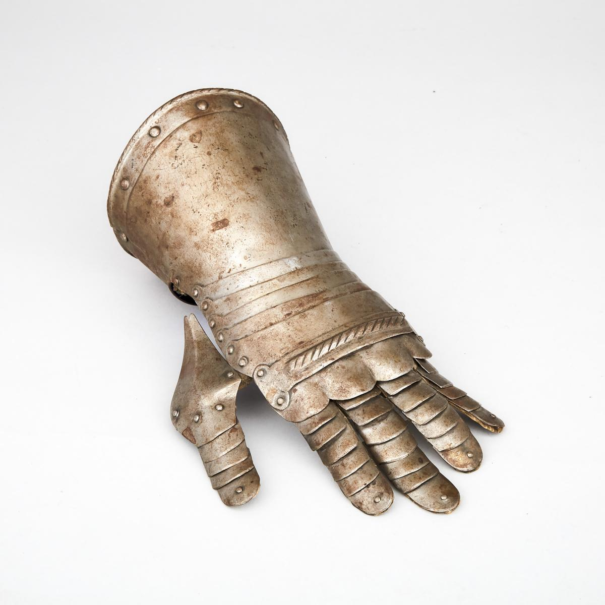 German Mid 16th century Style Left Hand Gauntlet, 19th century, length 12 in — 30.5 cm
