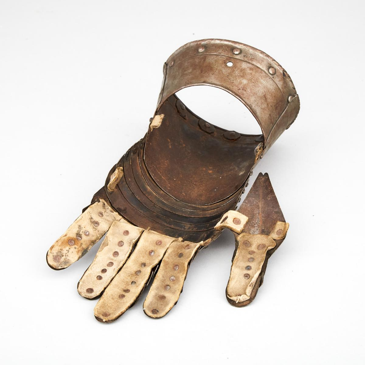 German Mid 16th century Style Left Hand Gauntlet, 19th century, length 12 in — 30.5 cm - Image 3 of 3