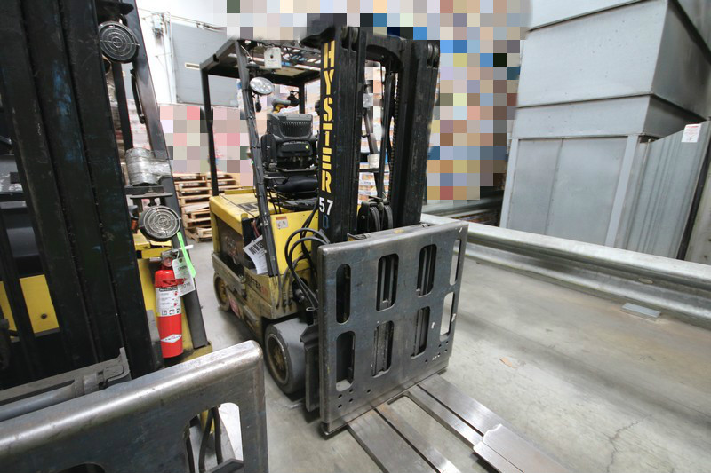 Lot 10 - HYSTER, 3 Stage Mast Forklift, Model E50XM, 3,700lbs Capacity, Equipped with LORAN Push Pull Slip