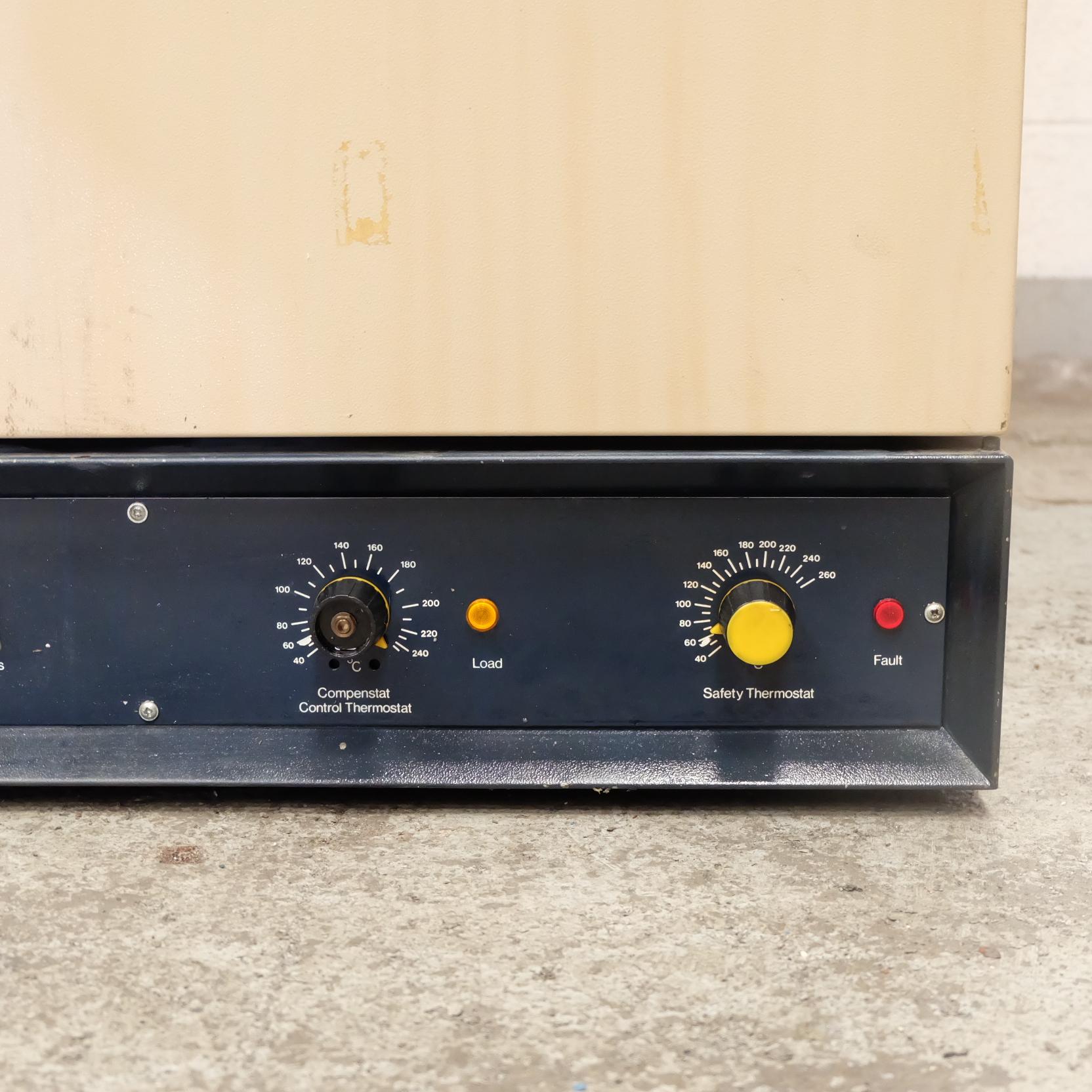 Lot 49 - A Gallenkamp Type BS250 Size 2 Low Temperature Ele