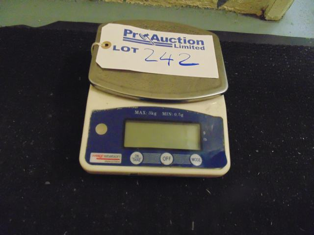 Lot 242 - Weighstation electronic scales MODEL F201  SERIAL 20121218114