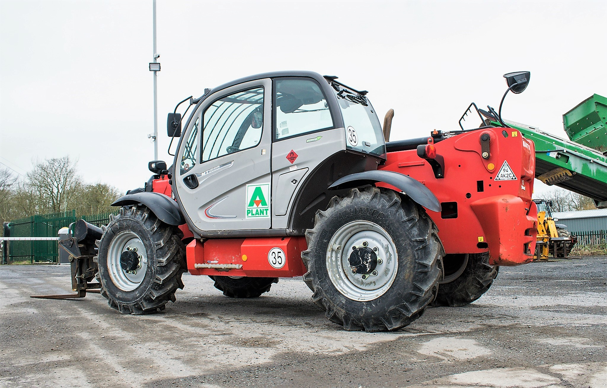 Manitou MT1335 13 metre telescopic handler Year: 2014 S/N: 941567 Recorded Hours: 1907 c/w sway - Image 3 of 22