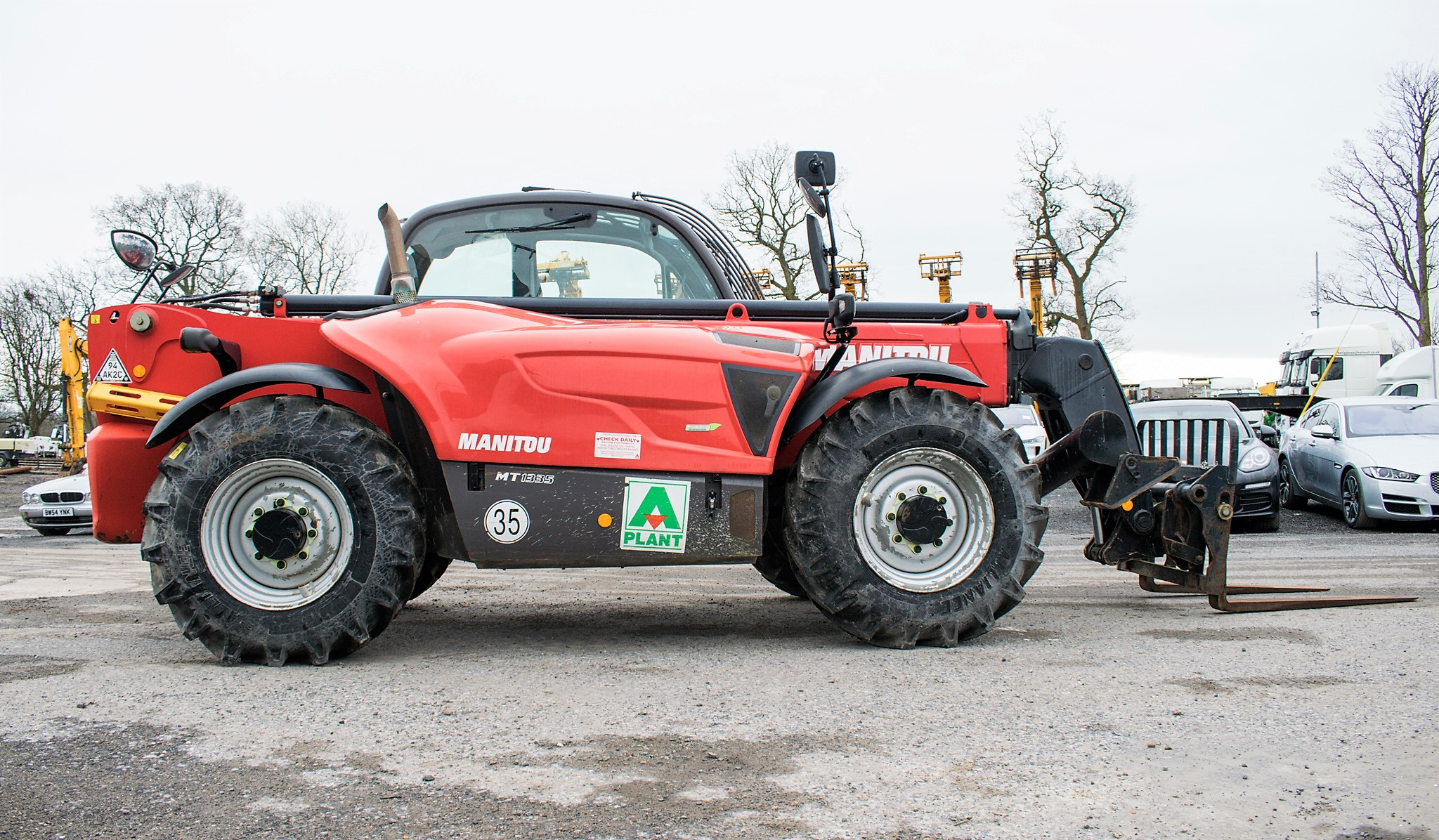 Manitou MT1335 13 metre telescopic handler Year: 2014 S/N: 941567 Recorded Hours: 1907 c/w sway - Image 8 of 22