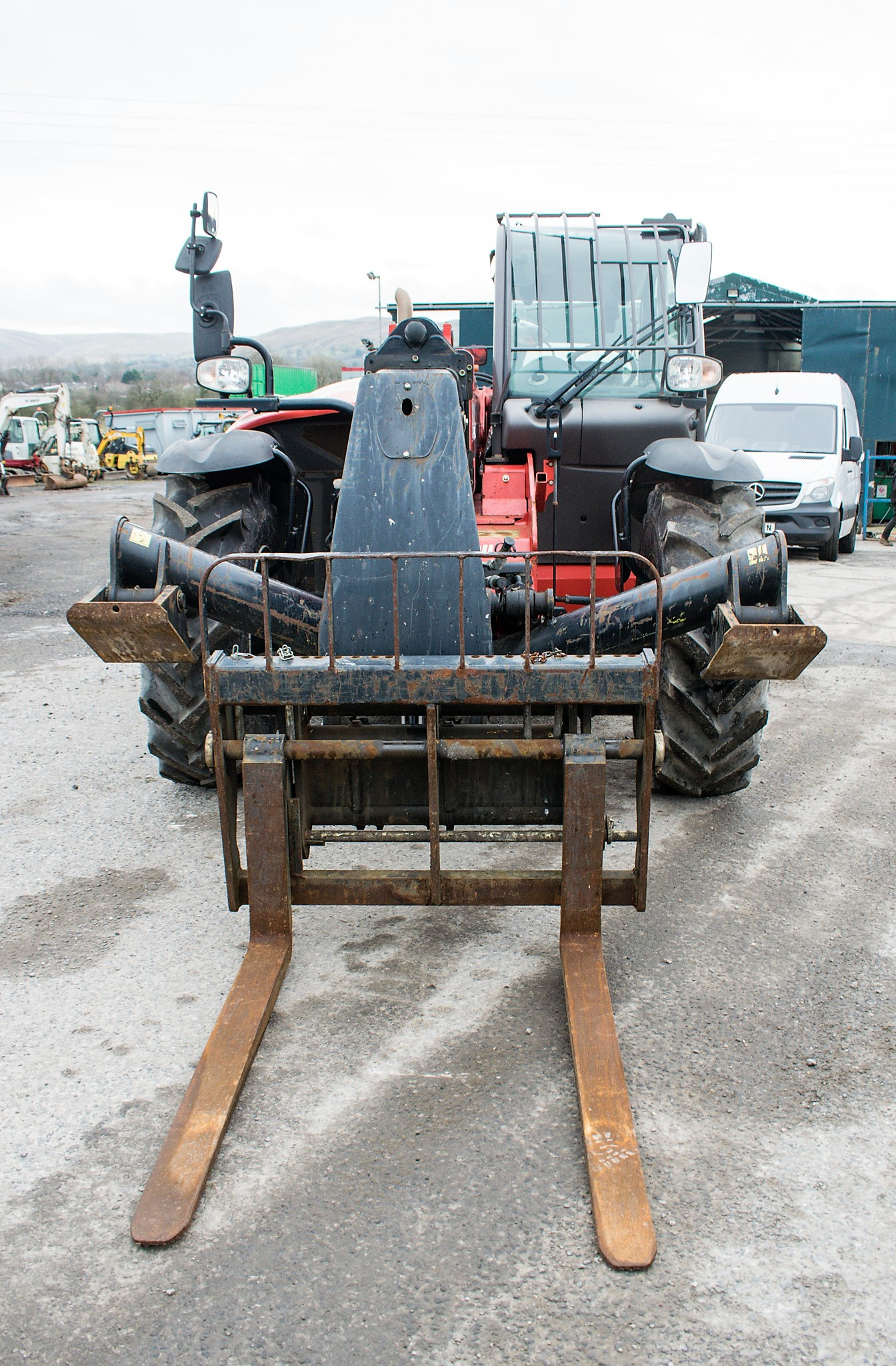 Manitou MT1335 13 metre telescopic handler Year: 2014 S/N: 941567 Recorded Hours: 1907 c/w sway - Image 5 of 22