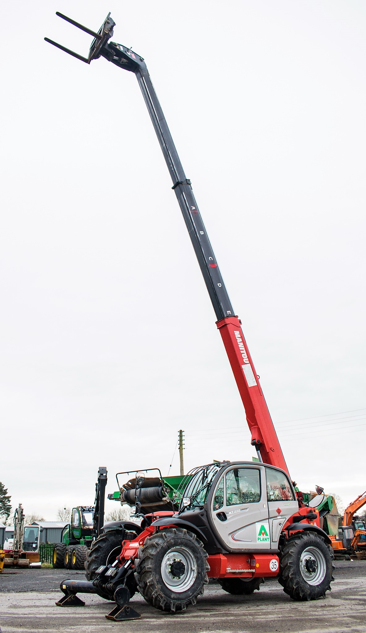 Manitou MT1335 13 metre telescopic handler Year: 2014 S/N: 941567 Recorded Hours: 1907 c/w sway - Image 9 of 22