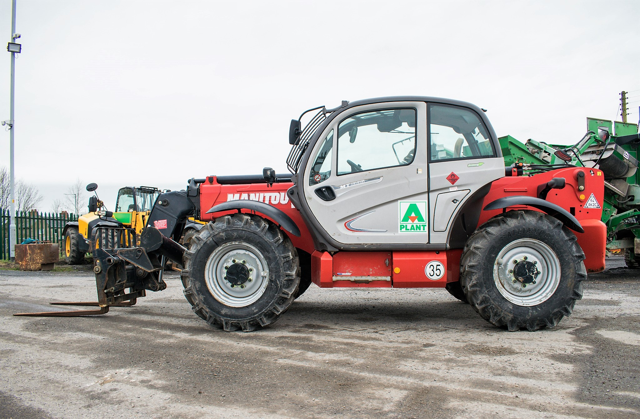 Manitou MT1335 13 metre telescopic handler Year: 2014 S/N: 941567 Recorded Hours: 1907 c/w sway - Image 7 of 22