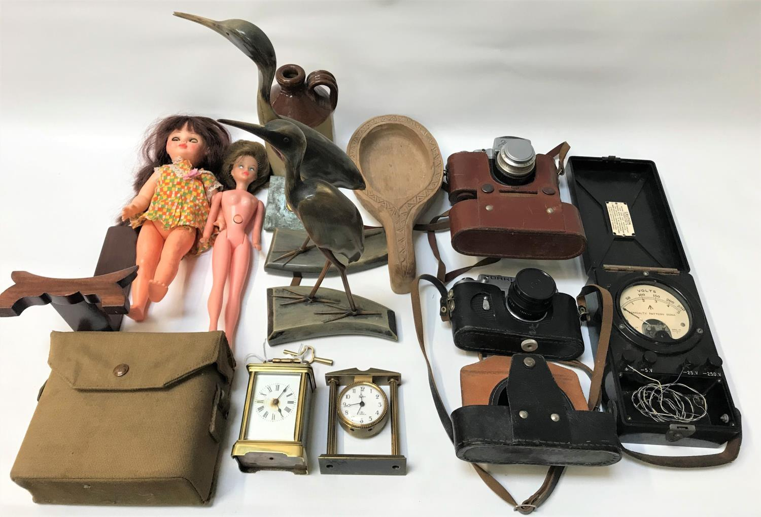 Lot 256 - MIXED LOT OF VINTAGE COLLECTABLES including a Zorki-4K camera in case, a Zehum-C camera in case,