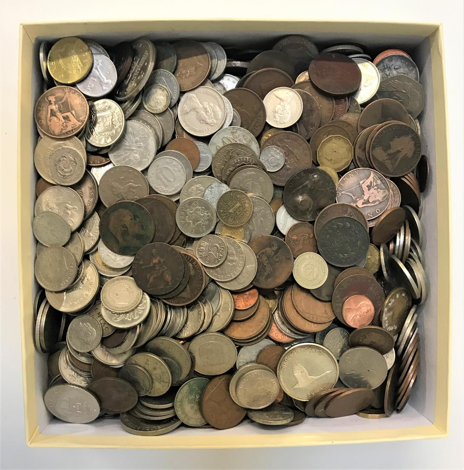 Lot 360 - LARGE SELECTION OF BRITISH AND WORLD COINS including a 1795 Half Penny, various Victorian and