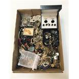 SELECTION OF VINTAGE AND OTHER COSTUME JEWELLERY including paste set rings, a cameo brooch, a