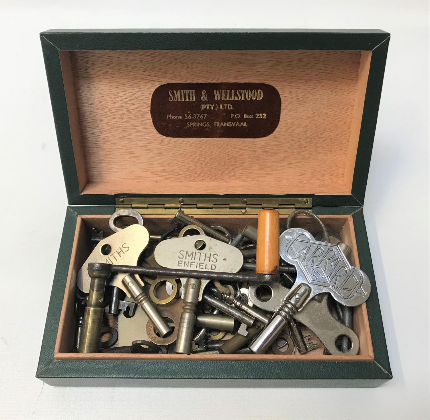 Lot 257 - SELECTION OF OLD KEYS AND WINDERS of various sizes and designs, some of the clock keys with maker