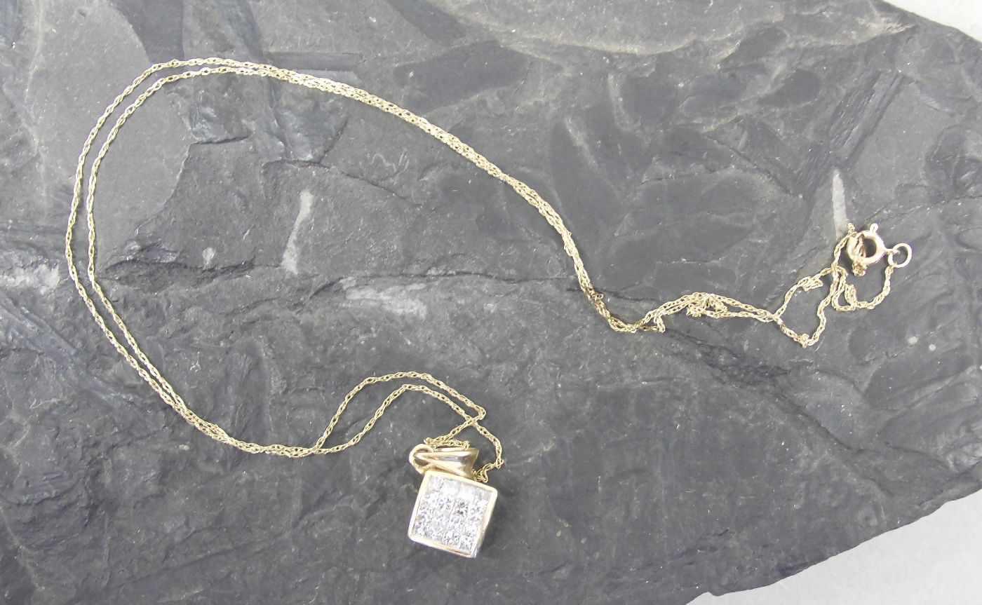 Lot 19 - ANHÄNGER, 585er Gelbgold (1,68g), ungetragen, besetzt mit 16 Diamanten (insgesamt 0,5ct) Kettenlänge