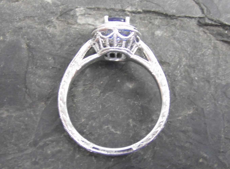 Lot 9 - RING, 750er Weißgold (3,97g), ungetragen, besetzt mit Tansaniten (0,67ct ), 6 Diamanten (insgesamt