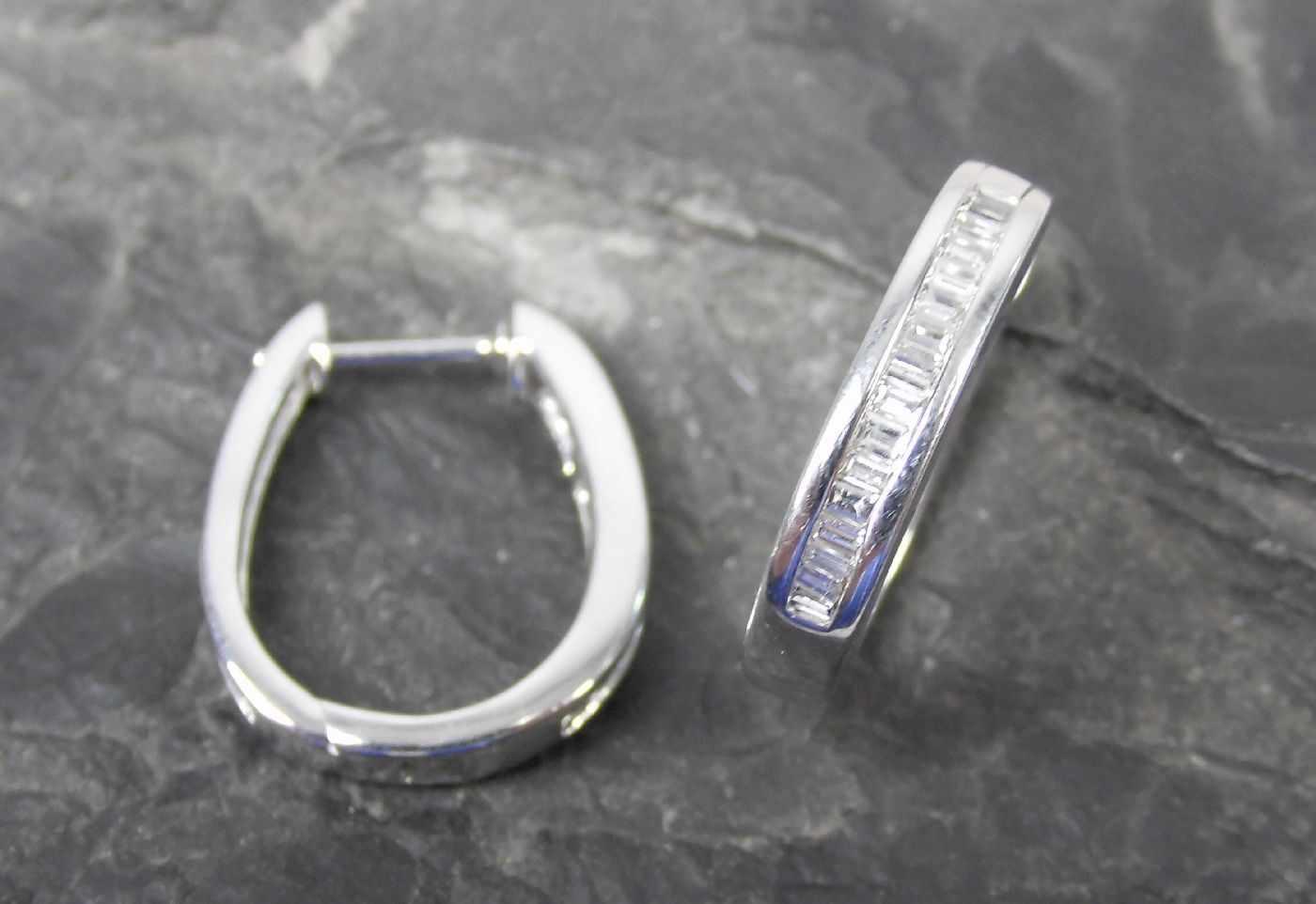 Lot 16 - OHRRINGE, 585er Weißgold (3,9g), ungetragen, besetzt mit Diamanten (insgesamt 0,33ct) D. 1,5cmDieses