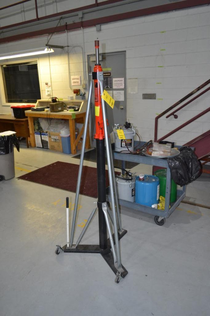 LOT: (2) Wel-Bilt 1 Ton Portable Tall Hydraulic Jack