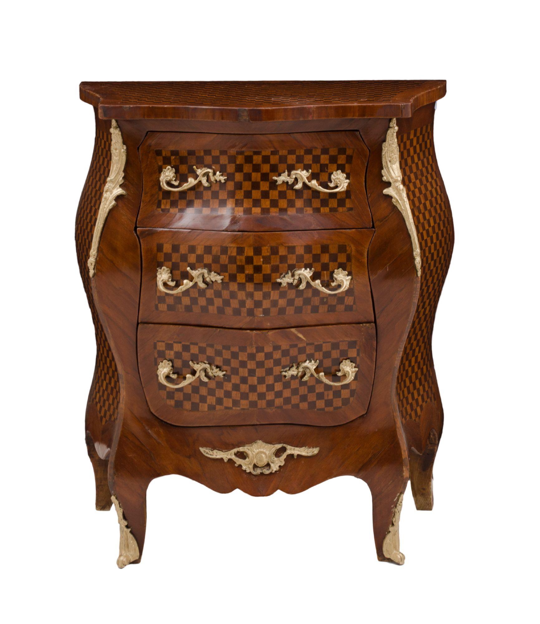 COMODINO stile Luigi XV in noce riccamente intarsiato a ...