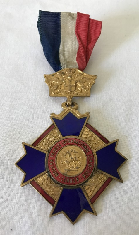 Lot 4 - An Order of International Trades Union Exhibition medal.