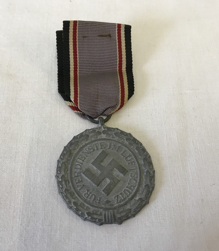 Lot 124 - A German Luftshutz Air Raid medal.