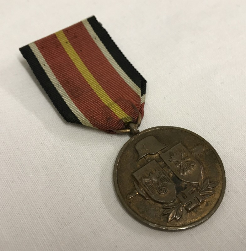 Lot 35 - A German WWII Spanish Blue Division volunteers fighting on the Russian Front medal.
