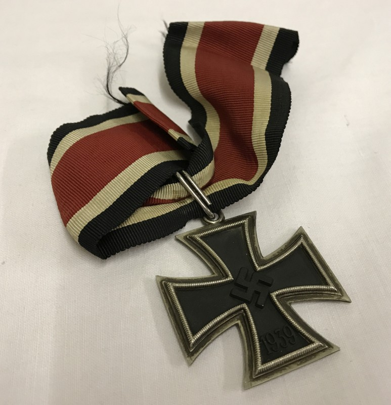 Lot 38 - A German WWII Knights Cross of the Iron Cross medal.