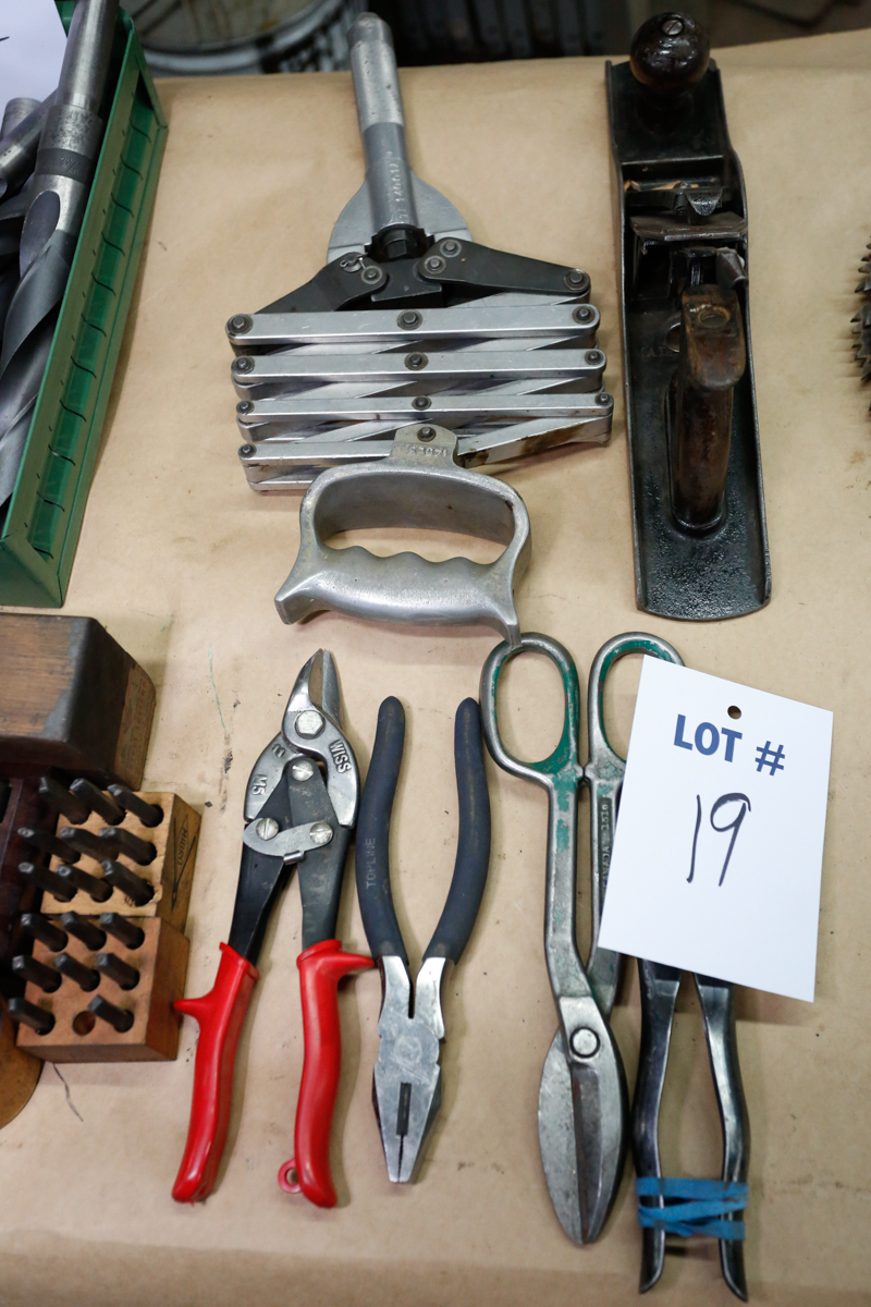 Lotto 19 - LOT OF ASSORTED HAND TOOLS