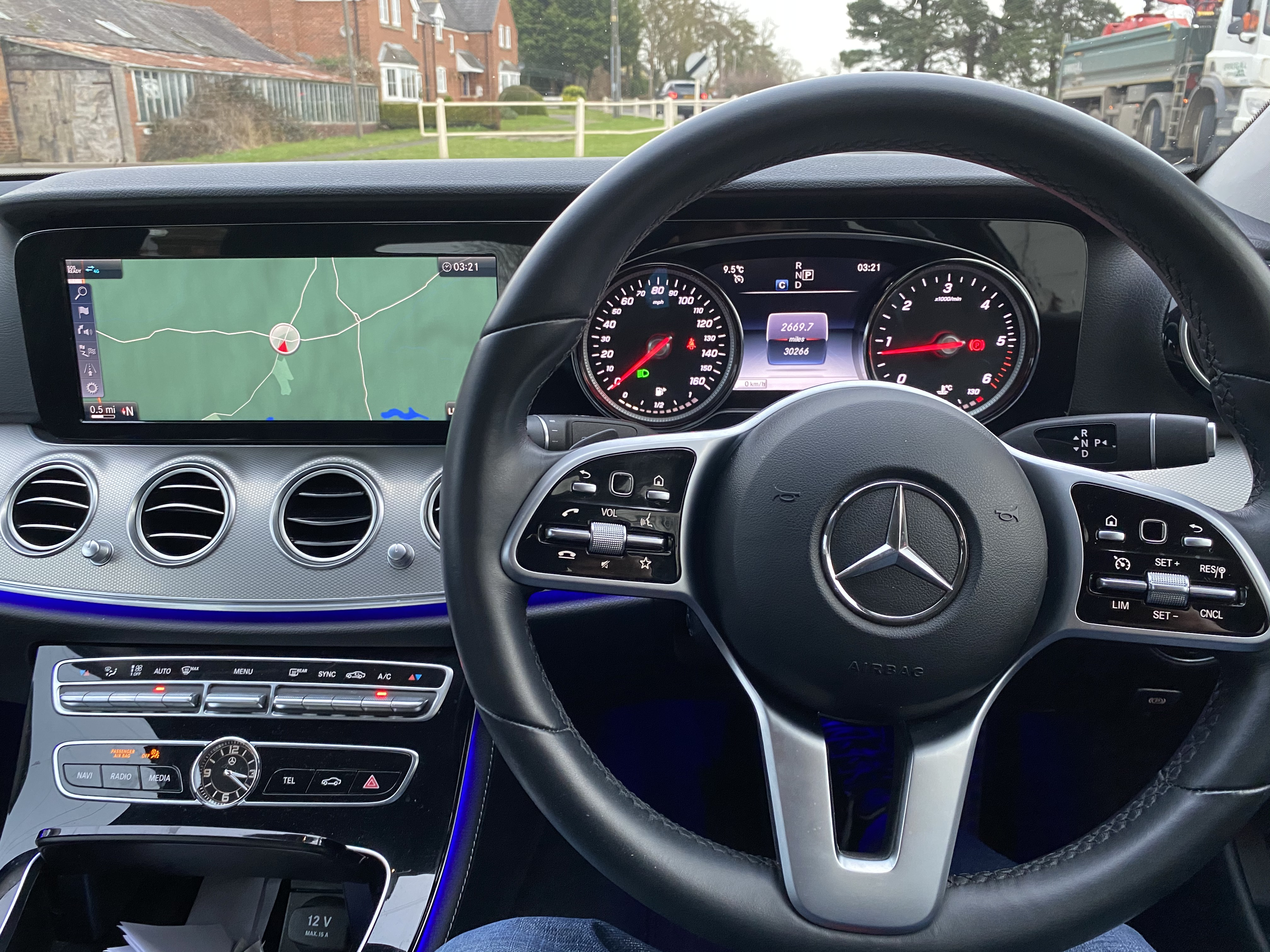 """ON SALE MERCEDES E220d """"SPECIAL EQUIPMENT"""" 9G-TRONIC (2019 MODEL) *GREAT SPEC*SAT NAV - LEATHER - Image 8 of 26"""