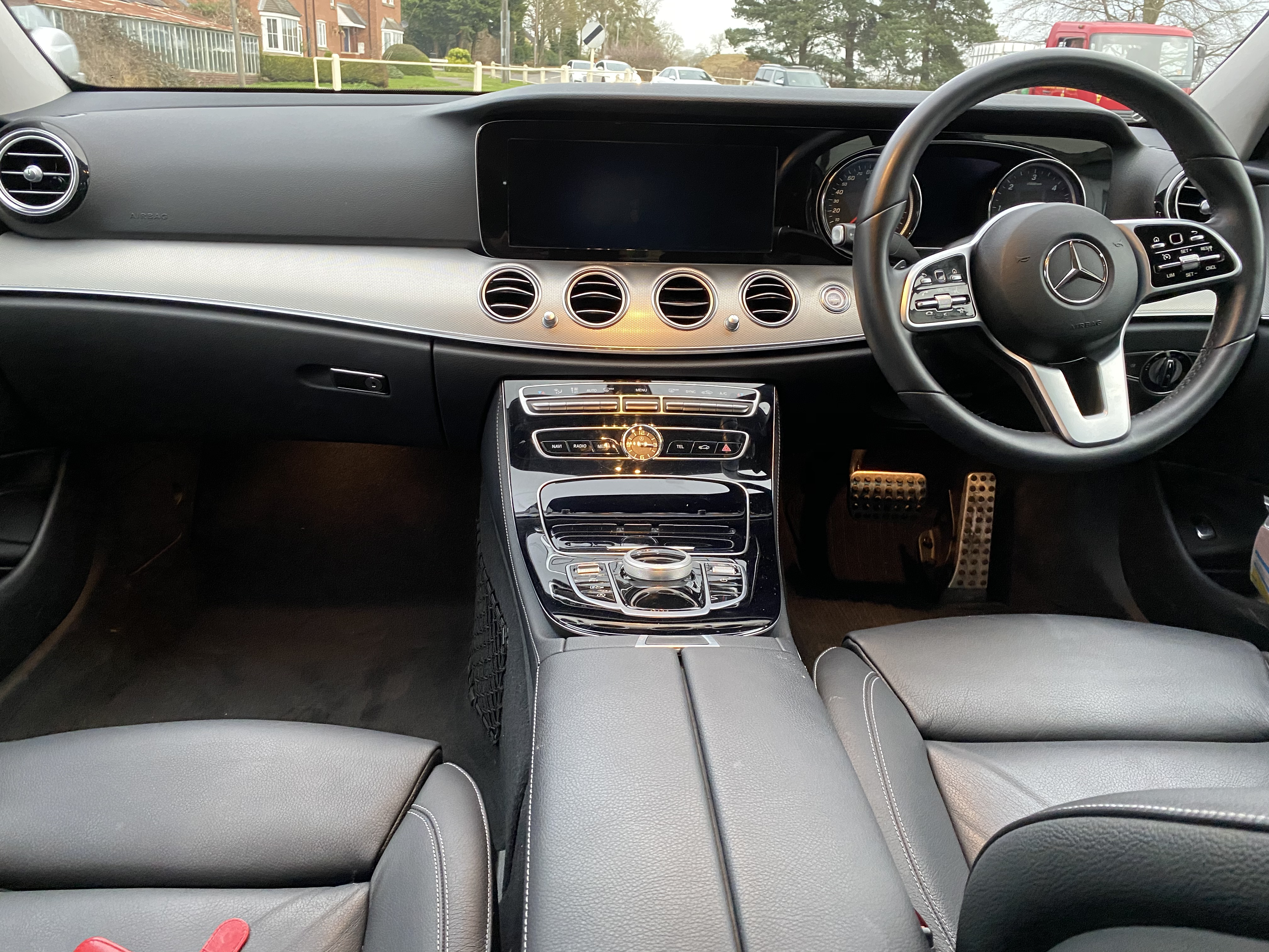 """ON SALE MERCEDES E220d """"SPECIAL EQUIPMENT"""" 9G-TRONIC (2019 MODEL) *GREAT SPEC*SAT NAV - LEATHER - Image 7 of 26"""