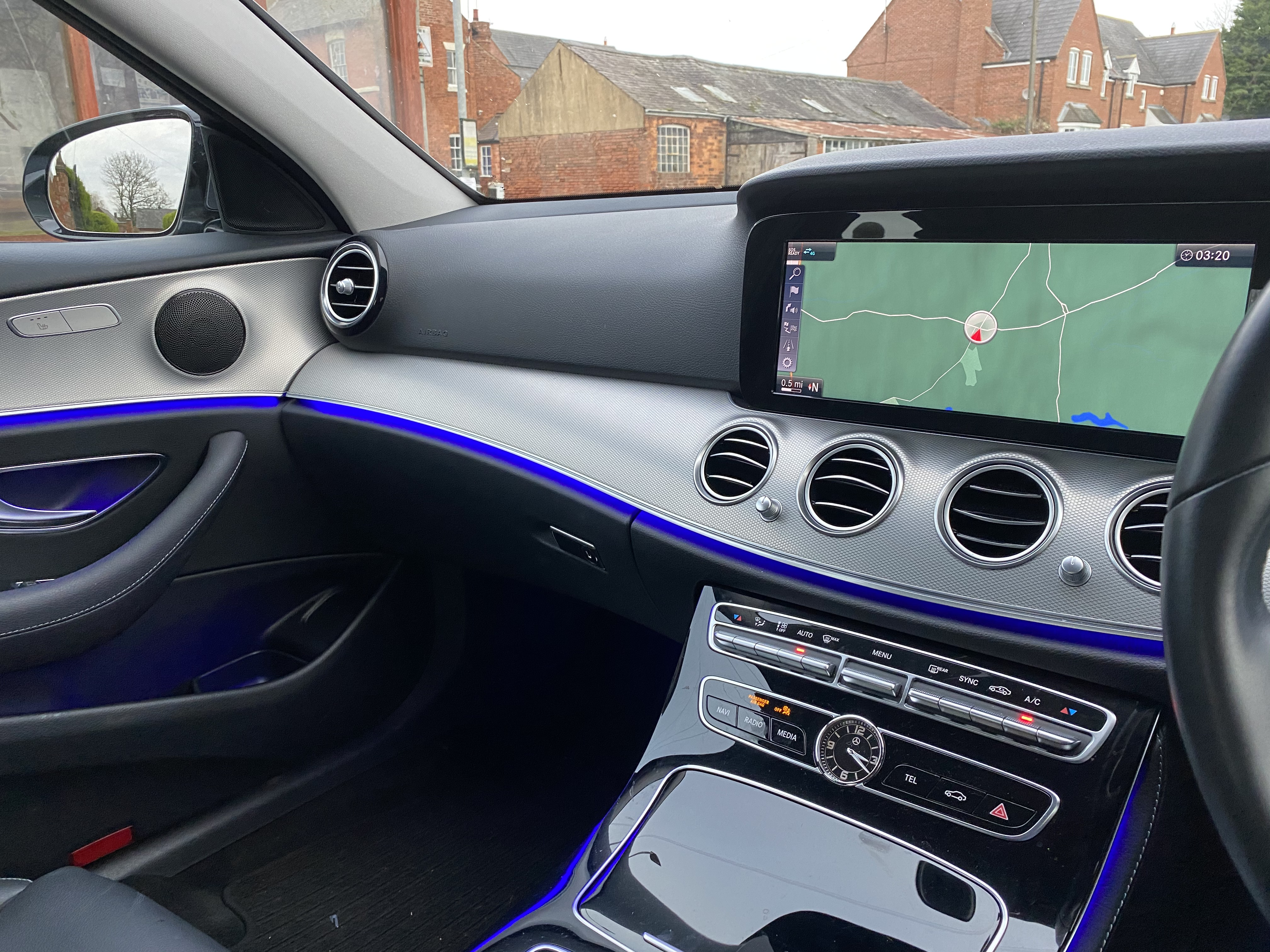 """ON SALE MERCEDES E220d """"SPECIAL EQUIPMENT"""" 9G-TRONIC (2019 MODEL) *GREAT SPEC*SAT NAV - LEATHER - Image 10 of 26"""