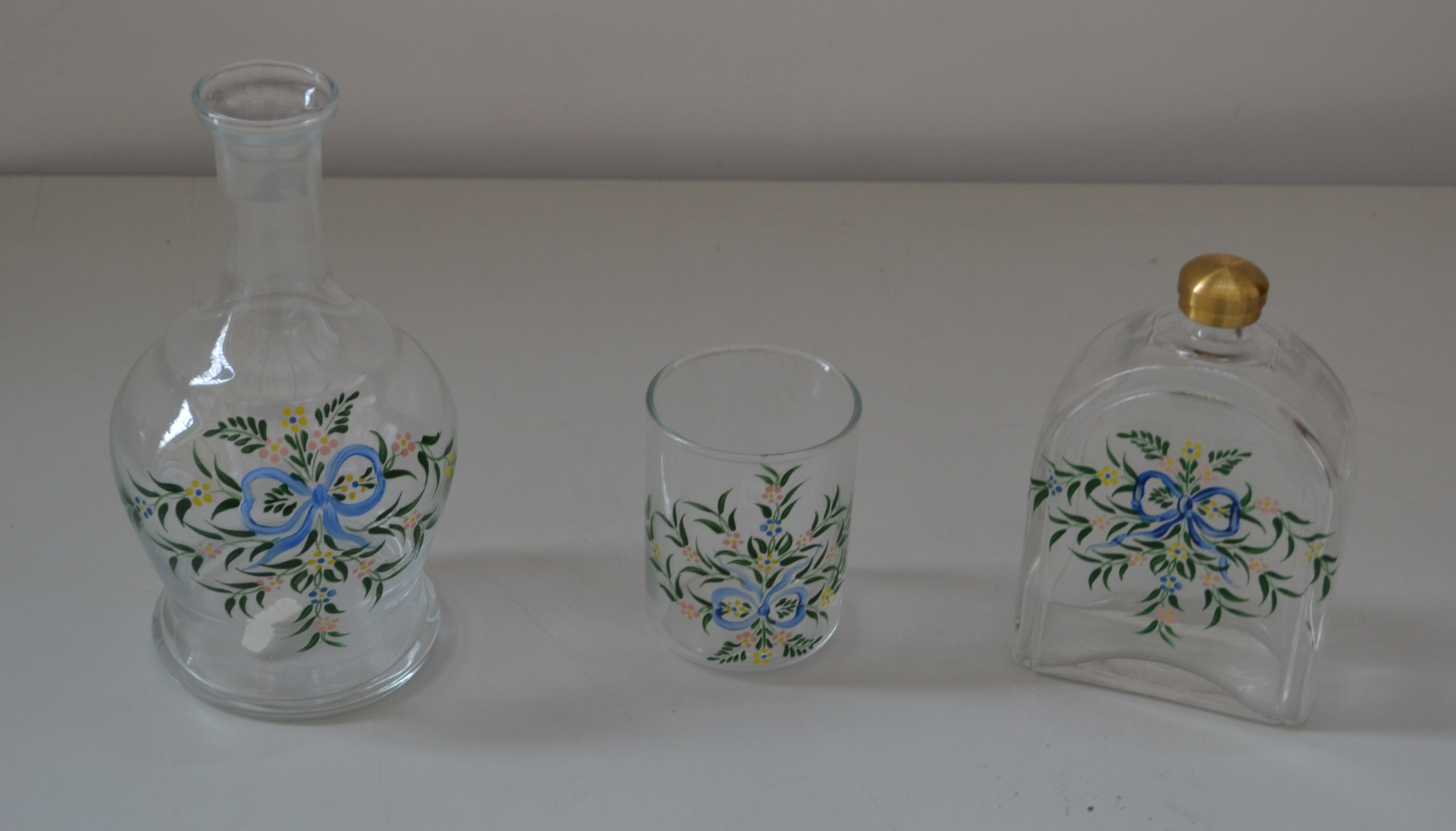 Lot 7358 - 1 x Glass Drinking Set With Flower Pattern - Ref J2165 - CL314