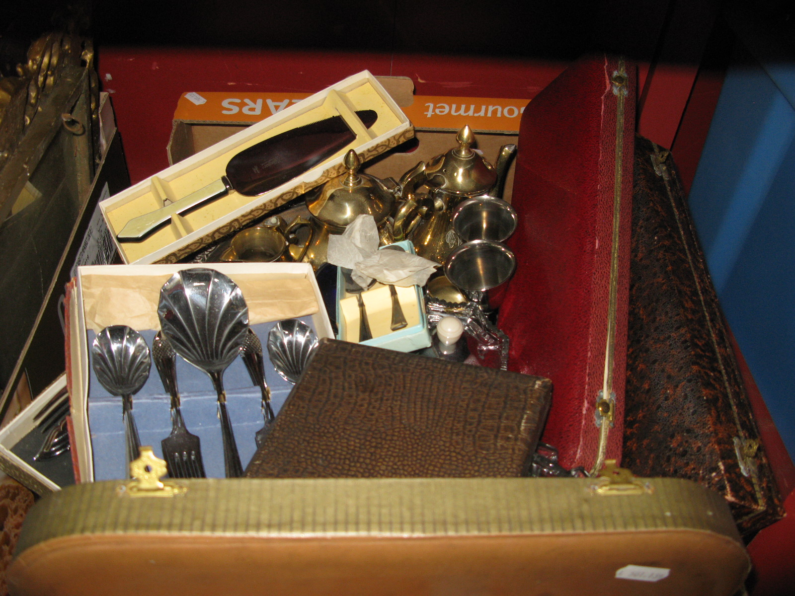 Lot 1026 - Assorted Plate Ware, including cased sets of cutlery, apostle teaspoons, glass disks, EPNS four