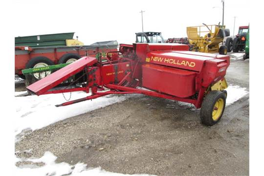 NEW HOLLAND 275 SQUARE BALER