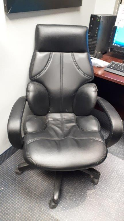 Lot 13 - Executive armchair