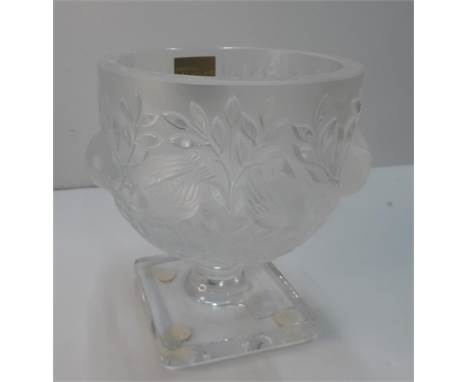 """Crystal Lalique of Paris """"Elizabeth"""" glass bowl with original box, product number 12265The bowl measures approx 12 cm in diam"""