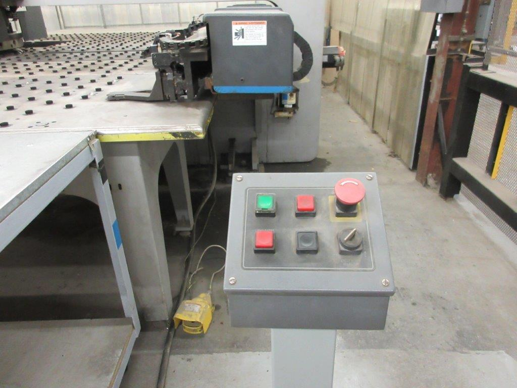 STRIPPIT Turret punch press (2001) , 30 Ton, Mod: 1500 H-30, 8ft large, air table system, - Image 4 of 17