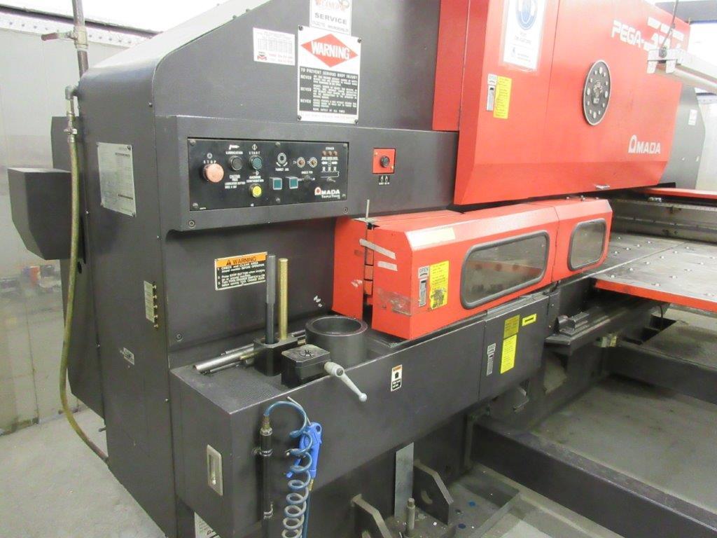 AMADA PEGA 357 hydraulic turret punch press (1993) Cap: 30 Ton, w/t controller 04P-C w/th - Image 6 of 8