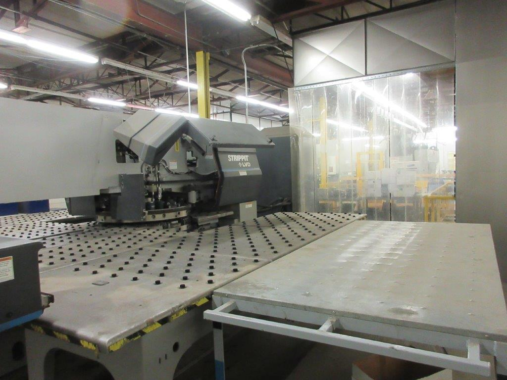 STRIPPIT Turret punch press (2001) , 30 Ton, Mod: 1500 H-30, 8ft large, air table system, - Image 8 of 17